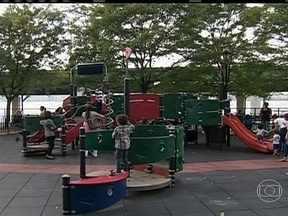 Crônicas do JH mostra como as crianças podem se divertir em Nova York - A ilha de Manhattan, em Nova York, é uma metrópole conhecida pela agitação. Mas o que muitos não conhecem são os parques para crianças. Veja como os pequenos podem se divertir na cidade.