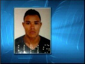 Polícia procura suspeito de ter assassinado rapaz de 19 anos em Fabriciano - Vítima morreu depois de ser atingido por 12 tiros nessa sexta-feira (18).