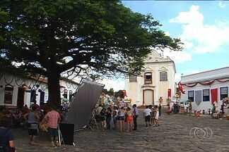 """Gravações de novela movimentam Cidade de Goiás - A atriz Bruna Marquezine conta como estão sendo os dias de gravação da próxima novela das 20h, """"Em Família""""."""