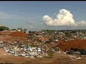 Redação Móvel mostra lixão clandestino em Taguatinga - A Redação Móvel vai até Taguatinga nesta terça-feira (22), para mostrar um lixão clandestino na cidade. A área fica à margem da BR-070.