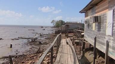 Vistoria da defesa civil avalisa a situação das casas que estão na encosta do Aturiá - UMA VISTORIA DA DEFESA CIVIL AVALIA A SITUAÇÃO DAS CASAS QUE ESTÃO DENTRO DO RIO AMAZONAS, NO ATURIÁ. AS FAMÍLIAS QUE ESTIVEREM CORRENDO RISCOS, VÃO TER DEIXAR A ÁREA.