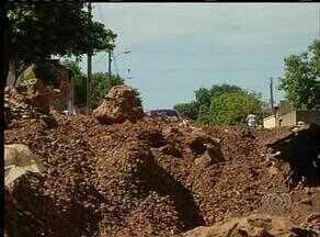 Empresa contratada para asfaltar ruas do Aureny III abandonou a obra - Empresa contratada para asfaltar ruas do Aureny III abandonou a obra