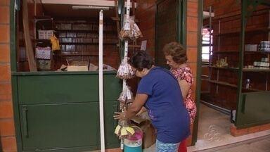 Permissionários do mercado Adolpho Lisboa, em Manaus, já começaram a organizar boxes - A reinauguração do mercado será nesta sexta-feira (24)