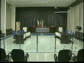 Vereadores de Apucarana votam aumentam do número de cadeiras na Câmara - Projeto prevê aumento de 11 para 19 o número de vereadores. Na primeira votação, a proposta teve 10 votos a favor e 1 contra.