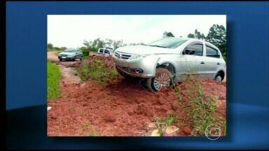 Criminoso morre em acidente após roubar carro no Sul de Minas - Três veículos foram levados de agência em Guaxupé