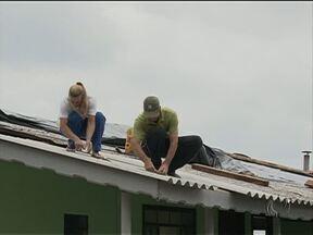 Prefeitura de Paula Freitas decreta estado de emergência por causa da chuva - Mais de 100 casas e prédios públicos foram atingidos pela chuva de granizo.