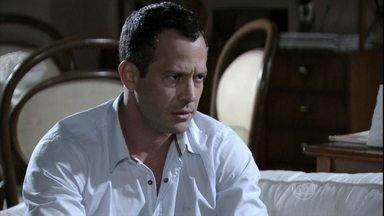 Bruno fica incomodado com a aproximação entre Ninho e Paulinha - O pai biológico da menina afirma para Valentin que vai convencê-la a morar com ele