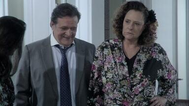 Márcia decide ir embora da casa de Ignácio - Eudóxia implica com Valdirene e ofende a ex-chacrete