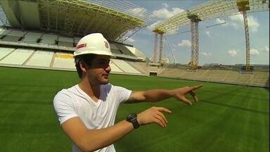 Alexandre Pato conhece a Arena Corinthians - Atacante sonha em marcar o primeiro gol no novo estadio do Timao