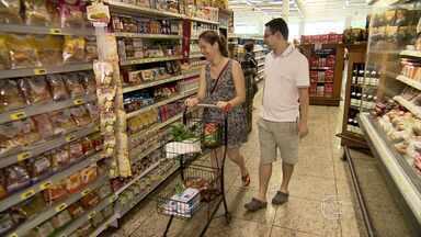 Pesquisa mostra que consumidores preferem supermercados de bairros - Eles ainda estão mais exigentes