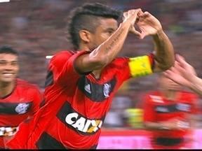 Gol do Flamengo! Léo Moura cobra pênalti e amplia aos 26 do 2º tempo - Gol do Flamengo! Léo Moura cobra pênalti e amplia aos 26 do 2º tempo.