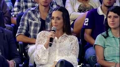 Chocolate: vilão ou não? Ginecologista tira as dúvidas sobre TPM - Fernanda Lima faz perguntas para especialista que está na plateia do programa