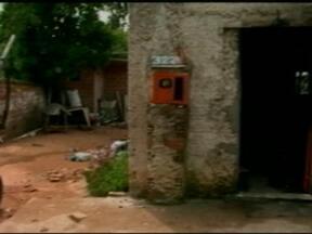 Incêndio criminoso destrói casa no bairro São Jorge em Bagé, RS - Fogo foi extinto por volta das 5 horas da manhã e ninguém estava no local.