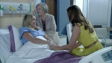 Pilar diz para Paloma que ficou feliz com a atenção de César - Ela não se sentiu abandonada pelo ex-marido