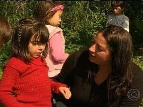 Professores utilizam a natureza para facilitar aprendizado de alunos - Em escola de Florianópolis (SC), 70% das aulas para crianças de até 6 anos de idade são ao ar livre. Os pais dão nota 10 para a iniciativa e relatam os benefícios.