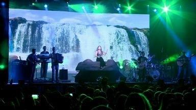 """Em Movimento: Paula Fernandes - O Em Movimento conferiu o show da cantora Paula Fernandes em Vitória. Ao todo, são mais 250 shows da turnê """"Meus Encantos"""" em todo o Brasil; assista!"""