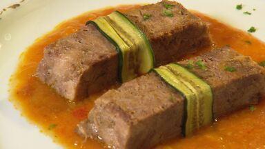 Chef ensina a preparar receita de língua de alta gastronomia - Prato leva molho feito com miolo de dois tomates.