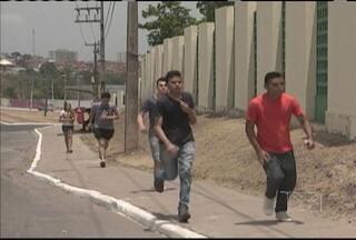 Mais de 230 mil candidatos fazem o Enem em 77 municípios do Maranhão - Provas começaram ao meio-dia. O repórter Giovanni Spinucci trouxe mais informações.