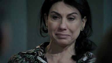 Vivian se emociona ao falar do alcoolismo - Ela cria coragem depois do depoimento de Valentin