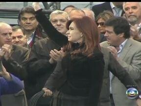 Governo da Argentina passa por transição política após derrota nas eleições - Na Argentina, sete de cada dez eleitores votaram na oposição. O resultado foi um congresso menos submisso à Casa Rosada, que ainda terá maioria, mas não o suficiente para mudar a Constituição e permitir um terceiro mandato à Cristina Kirchner.