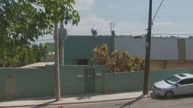 Corpo de trabalhador morto durante instalação de antena será enterrado em Hortolândia - O acidente ocorreu na segunda-feira (28) em uma empresa em Valinhos (SP). O telhado em que estava Alexandre Oliveira Costa, de 41 anos, para realizar a instalação de uma antena de para-raios quebrou e ele caiu de cinco metros.