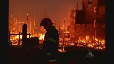 O incêndio no bairro Perpétuo Socorro vai continuar por muito tempo na memória da gente - O INCÊNDIO NO BAIRRO PERPÉTUSO SOCORRO VAI CONTINUAR POR MUITO TEMPO NA MEMÓRIA DE MUITA GENTE, COM HISTÓRIAS SURPREENDENTES. QUEM FEZ O REGISTRO FOTOGRÁFICO DAQUELE DIA, CONSEGUIU CAPTAR MOMENTOS DE TRISTEZA, FRUSTRAÇÃO E SOLIDARIEDADE.