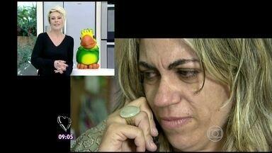 Ana Maria prega peça em Djane e anuncia participação dela no Você Mais Poderosa - Ao ouvir a apresentadora, ela não acredita e comemora