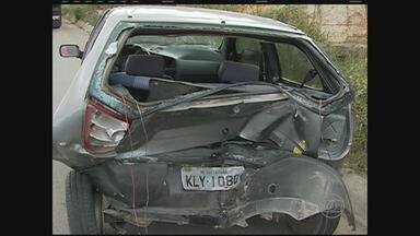 Acidente deixa quatro feridos na BR-232, em Caruaru - PRF informou que colisão ocorreu em cima de uma lombada da rodovia.