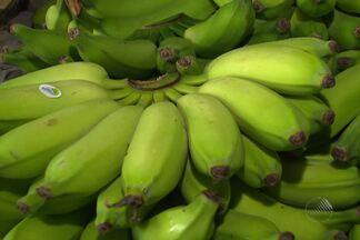 Banana é um dos itens da cesta basica que mais sofre variação de preço - A fruta chega a ter uma diferença de até três reais por quilo, a depender do dia ou do local onde é vendida.
