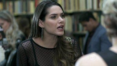 Leila cobra de Félix o dinheiro de quando Paulinha foi sequestrada - Paloma fica surpresa e acha o fato estranho. Félix brinca que Bruno tem uma amante