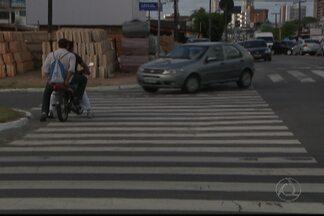 JPB2JP: Flagrantes de motoristas fazendo conversão proibida na Capital - Eles insistem em virar à esquerda.