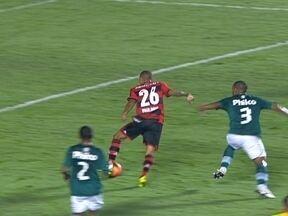Melhores momentos: Goiás 1 x 2 Flamengo pela semifinal da Copa do Brasil - No Serra Dourada, time carioca abre o placar com Paulinho, sofre o empate e consegue a vitória com Chicão ainda no primeiro tempo.