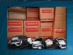 Receita Federal apreende 108 kg de cocaína - A droga estava em bolsas que faziam parte de uma mudança com destino à cidade de Sevilha, na Espanha. O material estava em meio a objetos acondicionados em um contêiner e foi encontrado com a ajuda de cães farejadores.