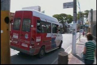 Vans causam transtornos no trânsito em Suzano, dizem motoristas - Motoristas reclamam que veículos desrespeitam regras de trânsito.