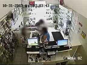 Loja de celulares é assaltada no Bairro Santa Mônica em Uberlândia - PM disse que 17 celulares foram roubados. Criminoso fugiu e não foi localizado.