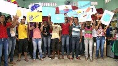 Alunos de Santana do Mundaú fazem homenagem ao centenário de Vinícius de Moraes - Os alunos deram um show na apresentação do ALTV na Sala de Aula.