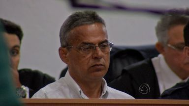 Empresário é condenado pelo assassinato de pai e filho em Cuiabá (MT) - O mecânico e empresário Francisco Lucena foi condenado a 44 anos de prisão pela morte de pai e filho em dezembro de 1991.