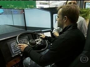 Test-drive de caminhão é atração no Salão Internacional do Transporte em São Paulo - Termina nesta sexta-feira (1) a maior feira de caminhões da América Latina. É o Salão Internacional do Transporte, em São Paulo. Entre as novidades tem até test-drive de caminhão.