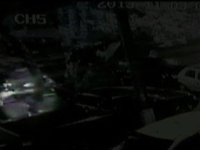 Veja no JH: Polícia diz que adolescente de 17 anos abriu fogo em bar lotado no Paraná - Auditor fiscal que assumiu participação em esquema de fraude na Prefeitura de São Paulo é solto. Confira como ficou o trânsito na zona portuária do Rio no primeiro dia útil após o fechamento do Elevado da Perimetral.