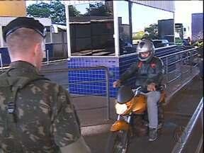 Exército ajuda a patrulhar movimento na fronteira - São 100 homens destacados para ajudar no combate ao contrabando.