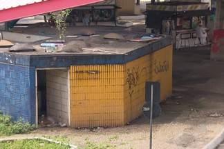 Usuários e trabalhadores da estação do Aquidabã reclamam da situação do local - Há muito lixo, falta de sinalização, buracos no passeio, banheiros interditados, dentre outros problemas.