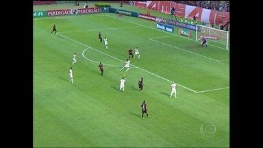 Vitória e Corinthians empatam por 1 a 1 em Salvador - Guilherme e Dinei marcam os gols da partida.