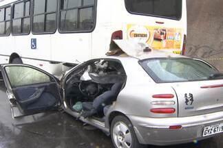 Homem morre em acidente de carro no mesmo dia em que o filho nasce - Chovia no momento do acidente, o que contribuiu para que o motorista perdesse o controle do veículo.
