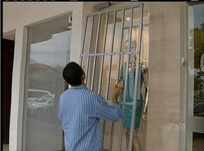 Na quadra 204 sul em Palmas comerciantes se trancam dentro das lojas para evitar assaltos - Na quadra 204 sul em Palmas comerciantes se trancam dentro das lojas para evitar assaltos