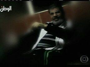 Julgamento de Mouhamed Morsi é adiado para janeiro - A audiência começou, mas foi interrompida e o juiz resolveu adiar. O clima no Cairo estava bastante tenso. Os simpatizantes de Morsi foram impedidos pelas forças de segurança de se aproximar da academia onde acontecia o julgamento.