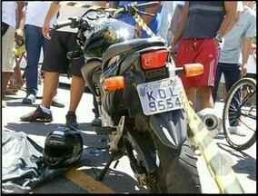 Jovem morre após sofrer acidente de moto em Campos, no RJ - Rapaz morreu ainda no local da colisão.Acidente foi por volta das 12h30 na Rua Visconde do Itaboraí.