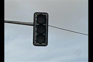Pedestres e motoristas enfrentam mais uma vez o semáforo queimado no km 9 da Br-316 - O problema já havia sido denunciado em julho deste ano aqui na TV Liberal.