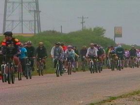 Mais de 150 ciclistas da Reigão da Campanha se reuniram em Candiota, RS - Tempo instável não atrapalhou o encontro.