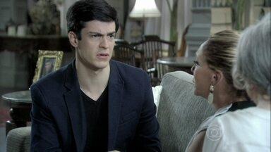 Félix pede para Pilar deixar Jonathan ficar na mansão - O jovem se nega a ir com Edith, porque foi usado pela mãe. Pilar fica desconfiada, mas aceita. Edith sai da mansão