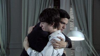 Amor à Vida - Capítulo de terça-feira, dia 05/11/2013, na íntegra - Félix se entende com Jonathan